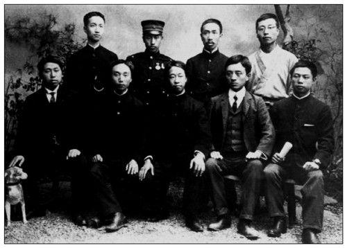 1905年,章士钊(后排左一)与华兴会部分会员在日本合影。前排左一黄兴、左三胡瑛、左四宋教仁、左五柳阳谷,后排左四刘揆一。