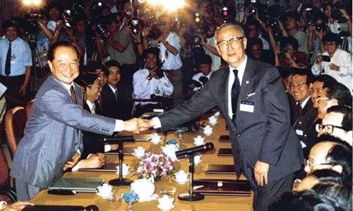 1993年4月27日―29日汪道涵和长辜振甫在新加坡举行会谈并签订共同协议