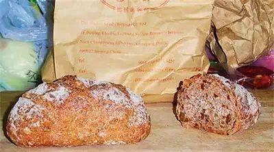 英国军队在战争中常配备的德式坚果面包, 很硬,耐嚼。