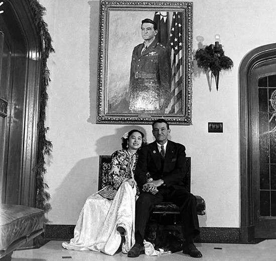 陈纳德为娶中国女记者和美国妻子离婚