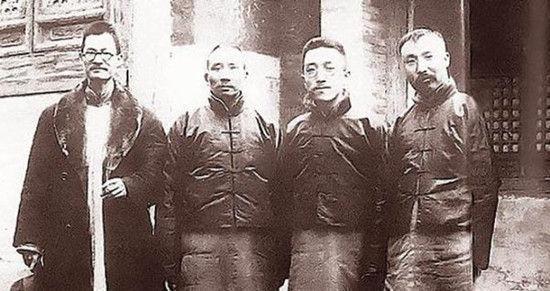 1920年3月,新文化运动代表人物蒋梦麟、蔡元培、胡适、李大钊(从左至右)的合影。