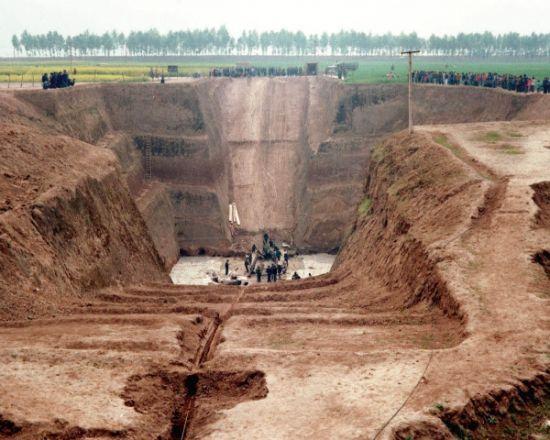 陕西省凤翔县的秦公一号大墓。春秋战国时期的雍城就位于今日凤翔县区域内。