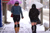实拍日本女孩下雪天雷人装扮(组图)