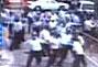 广东佛山警方公布治安员群殴保安录像
