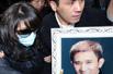 高清图:米雪出席尹志强葬礼 悲伤过度需亲友搀扶