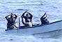 亚丁湾5名海盗抢船未遂向我护航编队投降