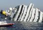 航拍意大利游轮触礁侧翻致3死14伤