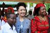 """彭丽媛参观坦桑尼亚""""妇女与发展基金会"""""""