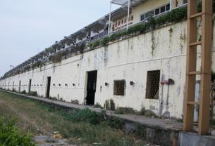 长廊似的外墙可以看出当初火车站的痕迹