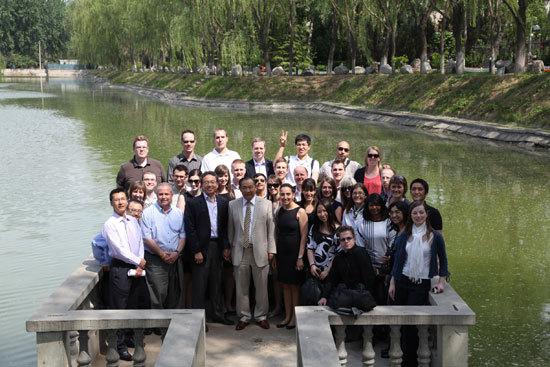 加拿大阿尔伯塔大学研究生团在和苑听授NGO