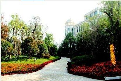 恒 大绿洲集欧陆新古典主义建筑精髓于一身,与欧式皇家园林相映成趣