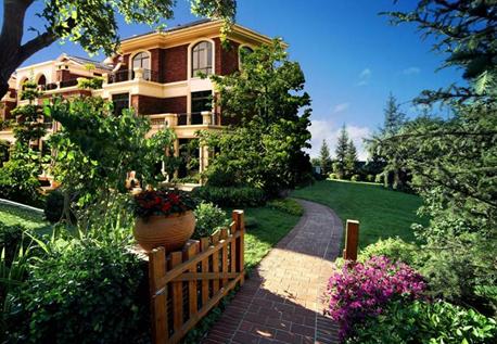 纯英伦别墅社区,南北双向庭院,超大开间以及精巧的户型设计都备受业主