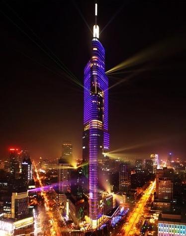 南京紫峰大厦建筑高度:450米 建筑造价:40亿人民币