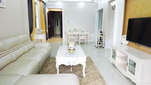白色调简欧式样板房客厅