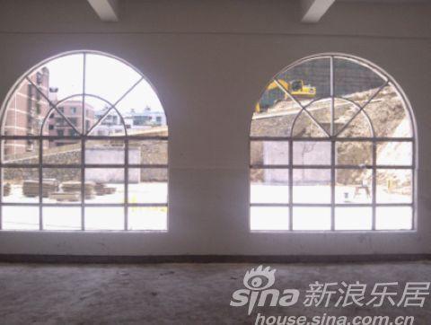 具有欧式建筑风格的窗户