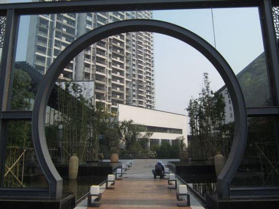 透明的圆形拱门