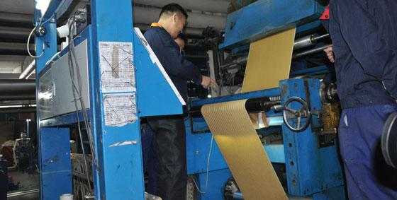 沃莱菲三层原木纺壁纸自动化生产车间