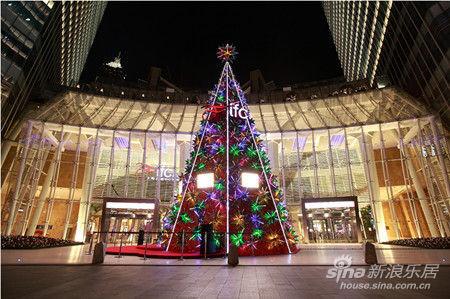 3d立体圣诞树闪耀上海国金中心 五彩星芒绽放节日异彩