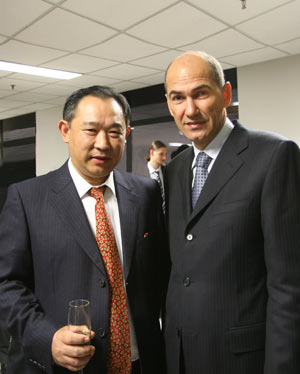 图文:约旦国王会见中国世界和平基金会主席
