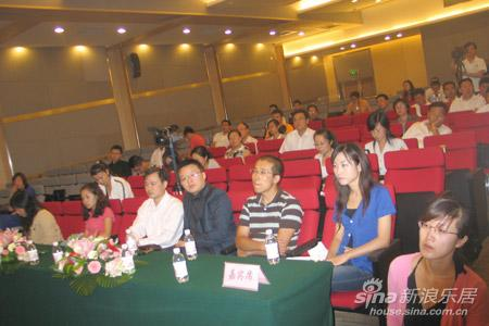 四方区委常委,区政府副区长王波发布了青岛新都心国际设计师高峰论坛