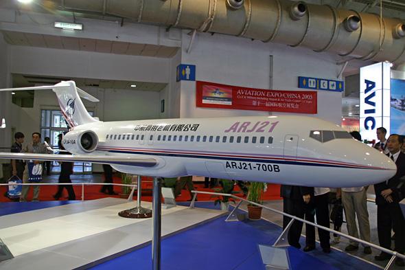 图文:国产arj21-700b涡扇支线飞机