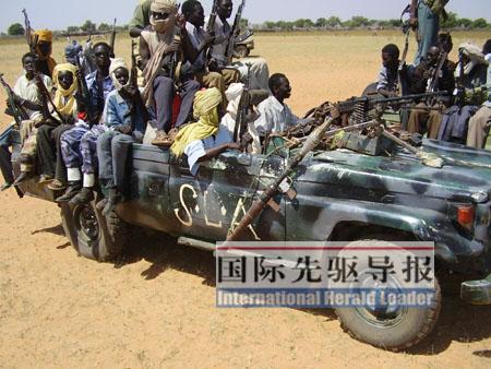 非盟部队重兵守护中国驻达尔富尔维和营地(图)