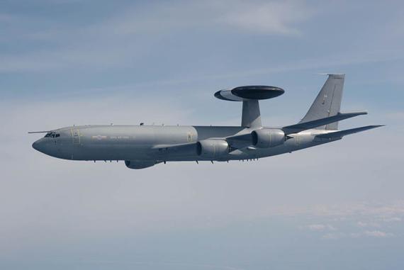 英国空军开始升级现役7架E-3D空中预警机(图)