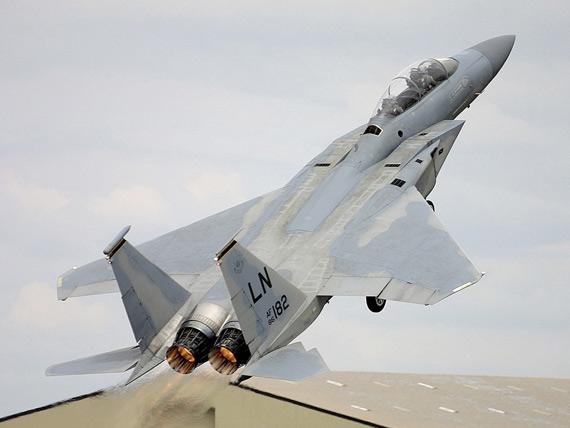罗伯特-李称,飞机失事的原因正在调查之中,飞机在当天早些时候举行的