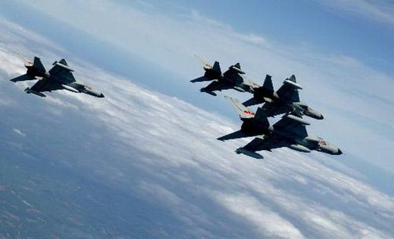 我海军航空兵多机型多空域多兵种激烈对抗