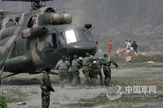 南京军区陆航团周密研究峡谷飞行特点避免事故