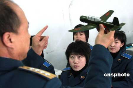 中国将从女歼击机飞行员中选拔首批女航天员