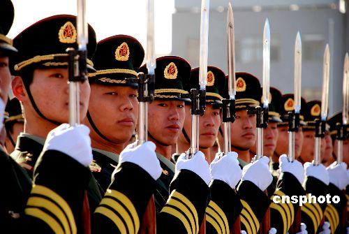我三军仪仗大队完成第3000次仪仗司礼任务(图)