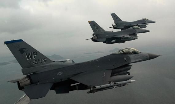 资料图:美空军F-16C战机编队