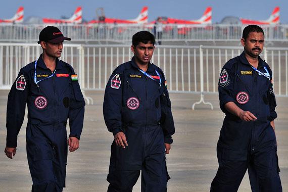 印度空军机务(摄影:冰凉新浪网独家图片未经许可,不得转载)