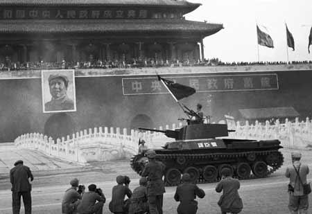 解放军新一代功臣号坦克采用数字...