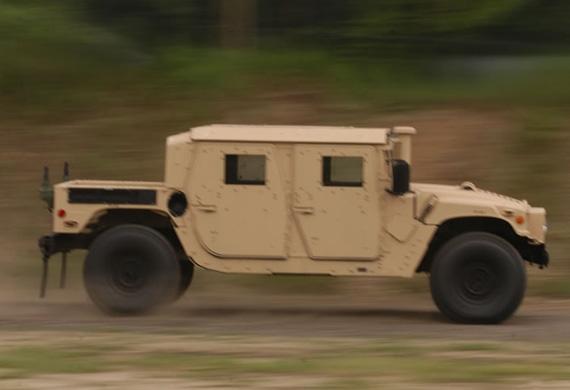 美军忽略悍马军车生存力不足缺陷继续大批订购