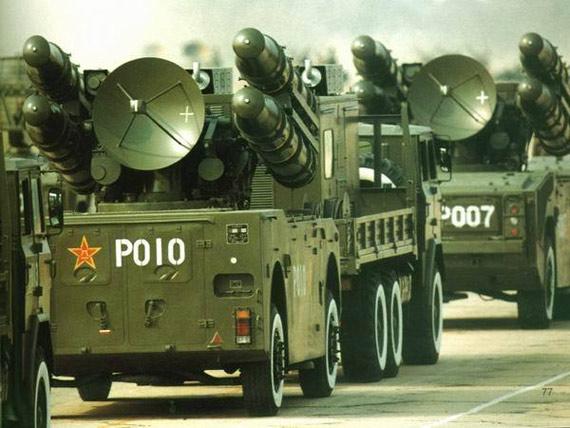 资料图:1999年国庆阅兵中的国产红旗-7防空导弹方队