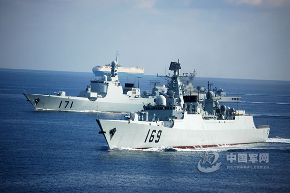 Chinese Navy 169 and 171 destroyer cruising side by side, Chinese military networks Li Yanlin photo
