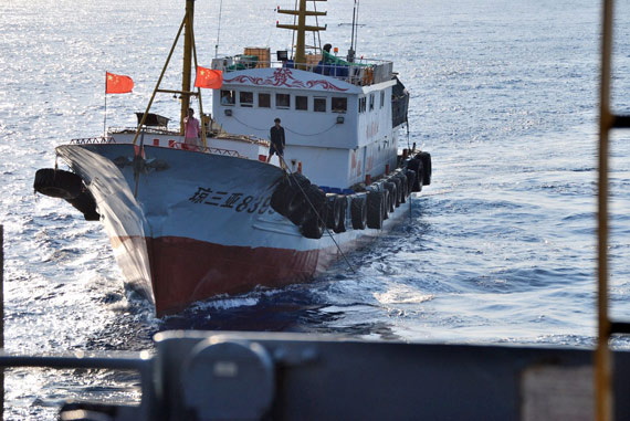 """美""""无暇""""号间谍船拍摄的中国民船"""