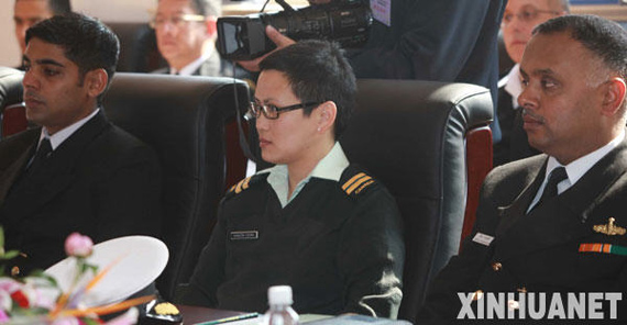 4 22, multi-country naval officer in the exchange site. day, the 60th anniversary of the PLA Navy, multi-national naval professional exchanges in Qingdao naval club. exchanges take the form of the Freedom Forum, is divided into 6 professional simultaneous implementation. Xinhua News Agency reporter Li Gangshe
