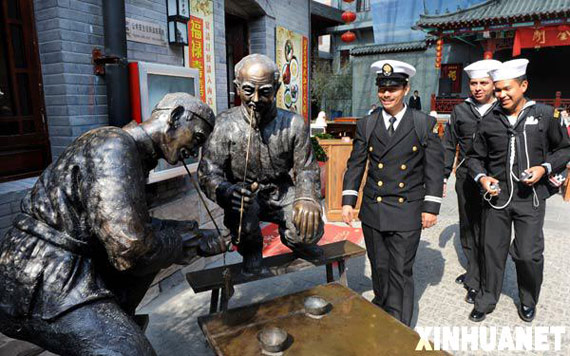 4 22, Mexico sailors in Qingdao Pichaiyuan play. Xinhua News Agency reporters Li Zi and Heng She
