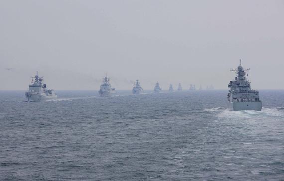 4月23日我海军舰艇编队接受检阅新华社记者查春明摄