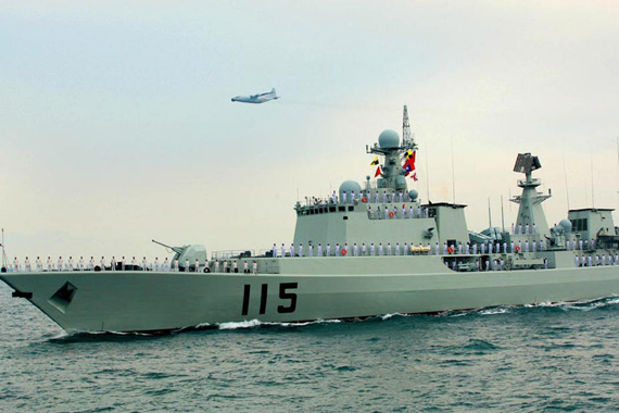 中国只有27艘吨位不同、性能参差不齐的驱逐舰。资料图:中国海军051C级115号驱逐舰
