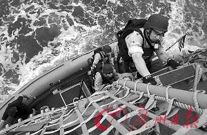 美日印冲绳海上军演。