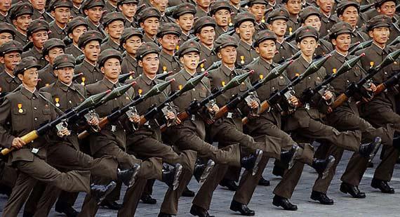 资料图片:朝鲜工农赤卫队RPG-7火箭筒方队受阅。