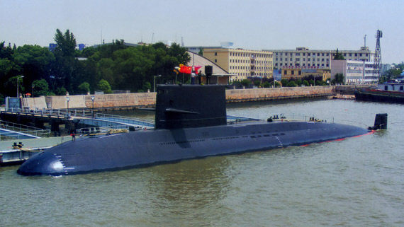 资料图:中国海军元级潜艇停靠军港