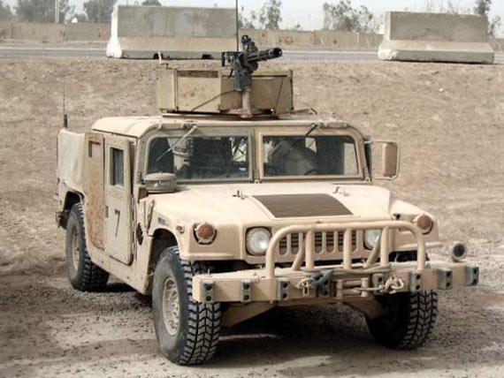 资料图:装有6管加特林机枪的悍马军用越野车