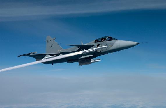 资料图:瑞典空军JAS-39C战机空射流星空空导弹