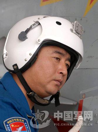 空军一级飞行员孟凡升  徐边春摄