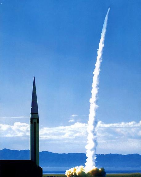 资料图:二炮东风15战术导弹多波次发射